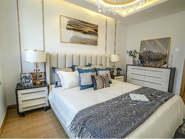 室内装饰设计不仅仅是家居,壁画还有灯饰