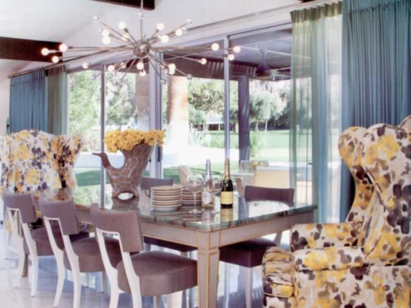 充分利用泳池的庭院设计来实现空间模糊的整体软装配饰方案